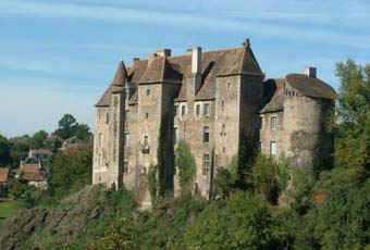 Boussac_castle_web2.jpg (30510 octets)